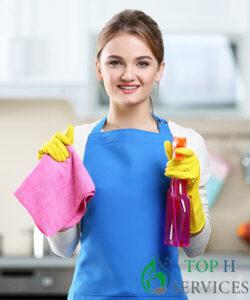 عاملات تنظيف بالساعة
